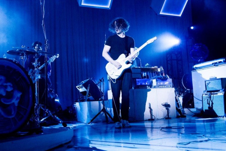 Jack White attacking his Fender Telecaster. Photo: David Swanson. Source: Jackwhiteiii.com